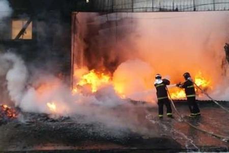 Left or right incendio em empresa nova news 2