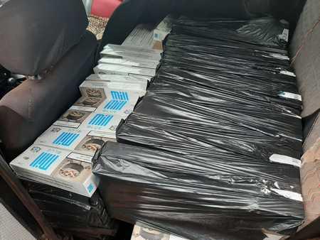 Left or right 7 contrabando 670 pacotes de cigarros interno