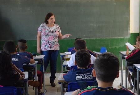 Left or right left or right professora sala de aula