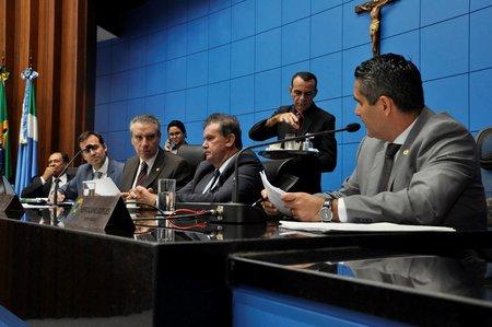 Left or right deputados aprovam projeto de combate a maus tratos contra animais em ms
