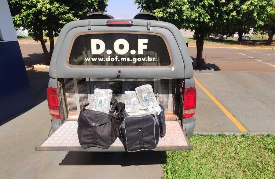 Center mes 09 setembro 26 09 2020 duas mochilas pretas com maconha