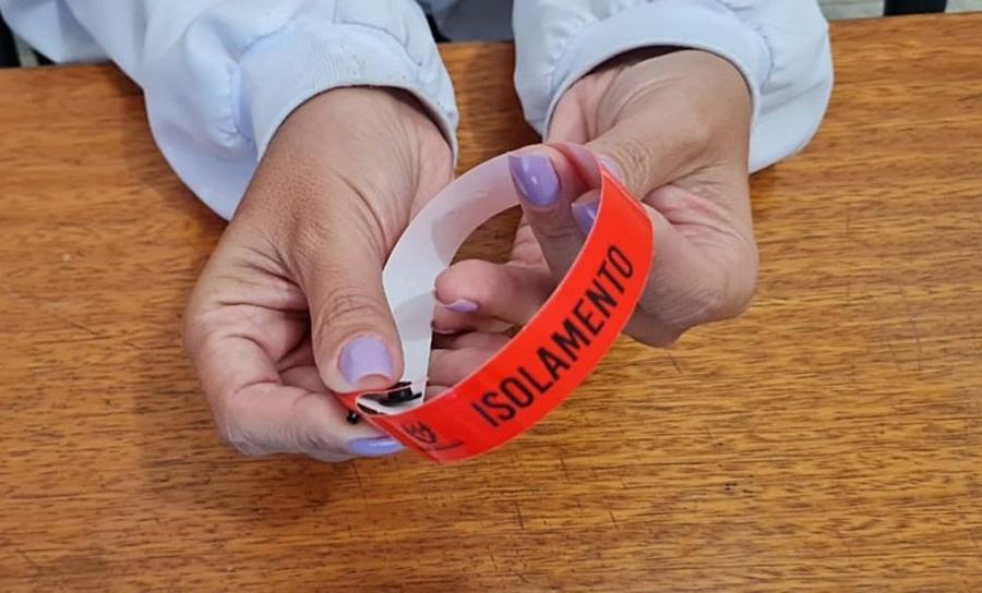 Center pacientes com confirmacao de coronavirus devem usar pulseira amarela em nova granada sp