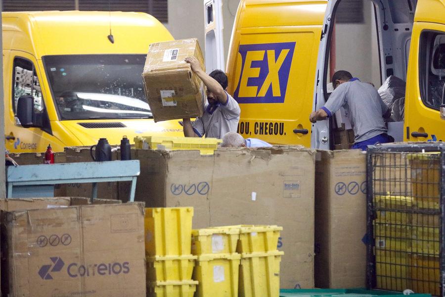 Center movimento no centro de tratamento de encomendas dos correios fernando frazao agencia brasil scaled